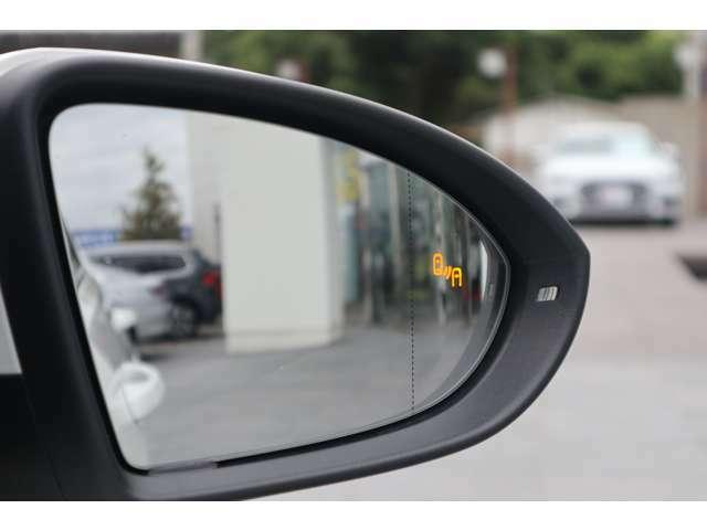"""内外装のリフレッシュ:""""Das WeltAuto""""独自の項目チェックリストに基づき、入念に車両チェックとクリーニングを実施。美しく高品質な車をご提供します。"""