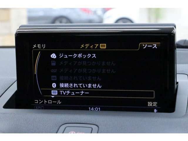 CD、ラジオ、Bluetoothなどに加え、地デジチューナーも装備しております。