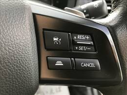 レーダークルーズコントロールを装備。アクセルを踏まなくても前方の車との車間距離を一定のまま保ち、走り続けれますので、長距離ドライブで活躍する装備です!