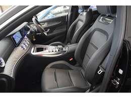 ブラックレザーシートは高級感ある室内を演出し乗り心地も良く快適なドライブをお楽しみいただけます。