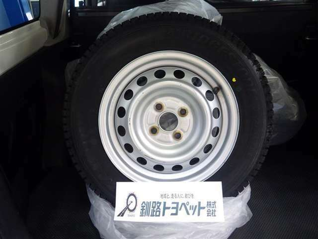 積み込みタイヤ(155/80R14)スチールホイール付き冬タイヤ