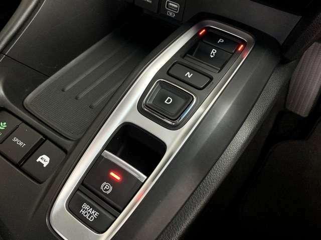 指先のわずかな動きで直感的なシフト操作が可能な、エレクトリックギアセレクターです。