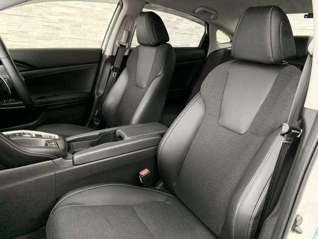 座り心地の良いシートが採用されています。運転席と助手席は、シートの位置や角度を 電動で細かく調整できます。