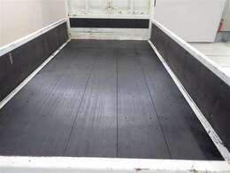 荷台床板交換済みです。