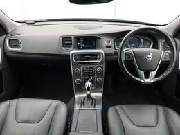 2015年モデル!V60 T4 ラグジュアリーエディション入庫しました!V60T4 SEに、レザー・パッケージとセーフティ・パッケージ・PCC・キーレスドライブを組み込んだ特別仕様車!