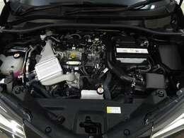 フルタイム4WDはFFと4WDを自動的にコンピュータがトルクを配分、通常走行時はFF状態で燃費効率の良い走り、発進時滑りやすい路面を走行時には、車両の状態に合わせて最適なトルクを後輪に配分いたします。