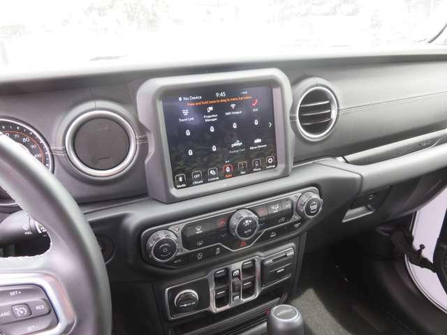 Apple CarPlay 搭載。Googie Android Auto8.4インチカラーディスプレイ