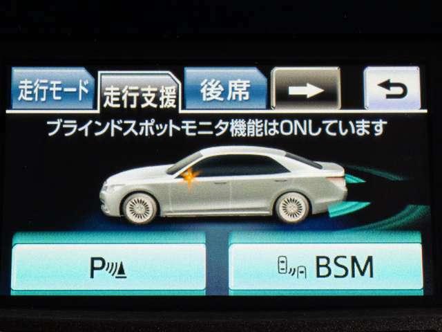 BSM、車両を検知すると、ドアミラーに搭載されたLEDインジケーターが点灯。