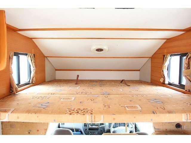 バンクベッドも広々です☆サイズは185cm×170cm(大人3名)になります♪