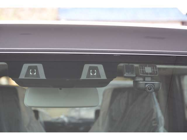 ナビ連動タイプの、フルHD高画質ドライブレコーダー追加プランです。さらに、駐車中に車両に振動を検知すると、自動で録画を開始します。運転中、駐車時どちらも安心です!