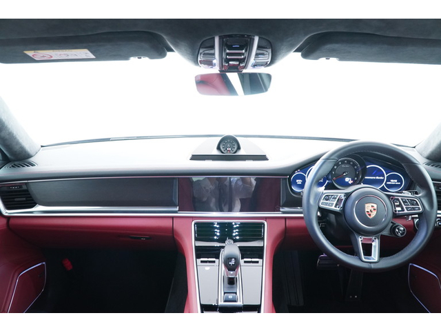 運転席からの眺めです。視界の良さが特徴です!