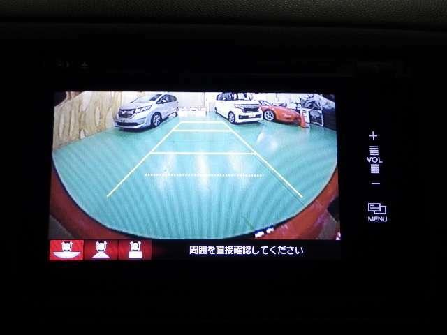 【リアカメラ】後方の障害物確認、車庫入れや駐車時にありがたい装備です、ガイドライン入りで高感度カメラですので夜間でも画像を映し出し標準・ワイド・ダウンビューの3モード画面に切り替え可能です