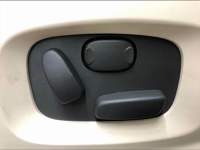 ワンタッチで開閉可能な【パワーバックドア】。リアハッチドアの開閉が非常に便利ですよ。