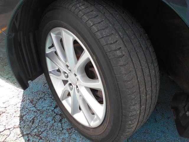 タイヤはヨコハマ製デシベル付き!!タイヤ山は2~3分山程!!新品&スタッドレスタイヤも格安海外品から国産品まで各種取り扱えますので交換ご希望の方はお気軽にご相談下さい!!!