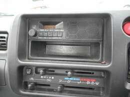 ラジオを聴く事が出来ます。当たり前の装備かもしれませんが、なくては困るドライブの必需品ですよね!
