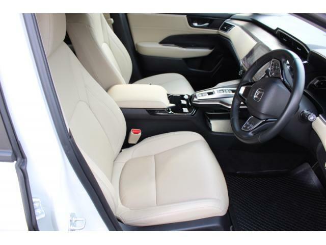 コンビシート(本革×プライムスムース)運転席助手席シートヒーター運転席8ウェイパワーシート(スライド/リクライニング/ハイト前・後メモリー機能付)助手席4ウェイパワーシート(スライド/リクラ