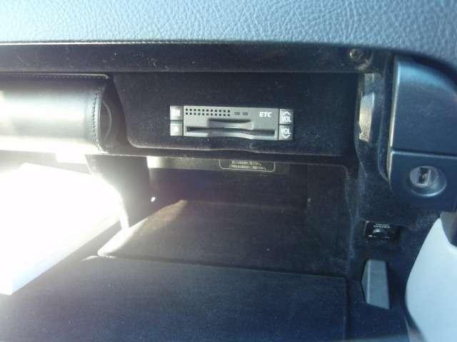 ビルトインETC!グローブボックス内綺麗に収納されているので邪魔な配線等ございません!
