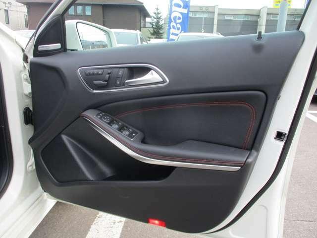 運転席ドアです。輸入車のドアは重厚感があり安全性も高く安心ですね。