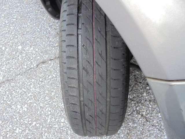 タイヤの画像です。 タイヤの溝は4mmになります。