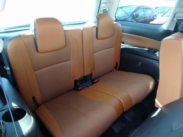 スバル車では珍しい7人乗り車両となっております!!!人数もお荷物もいっぱい乗せれて、スバル車の走行性、安全性を体感出来ます!!!