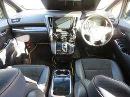 前席画像です。室内空間広々!運転し易いお車です。