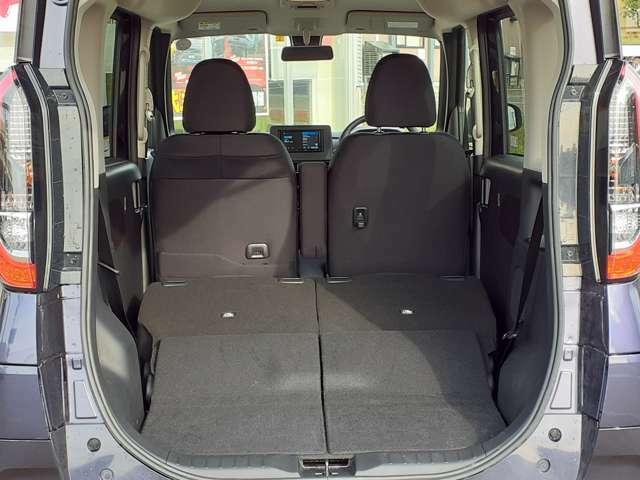 後部座席を倒すと大きな荷物も楽々積込みする事が出来ます(^O^)/