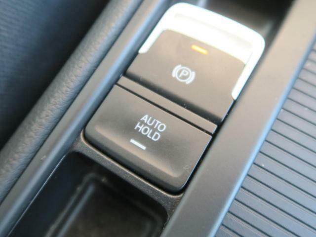 ●ホールドアシスト:坂道発進の煩わしさの軽減に役立ちます!一般的な勾配の上り下りの坂道の途中で停止した場合は、その状態を維持して、ボタンの一押しで作動しスムーズに再発進!!