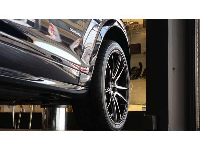 アウトドアからアーバンまで多岐に亘る使用用途を兼ね備えたクーペフォルムのSUV(4WD)で、