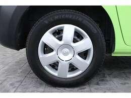 タイヤサイズは前後共に195/65R15です。