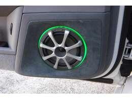 スピーカー/ルイーター/ウーハーBOXのイルミはグリーンで、車内にON/OFFスイッチ付き!相当金額も掛かっている車輛です。お早めにお問い合わせください!