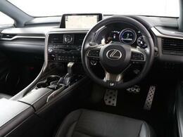 高級感を感じさせてくれる運転席周りで満足度が高いのが嬉しいですよね。一つ一つの品質の高さをご堪能下さい。