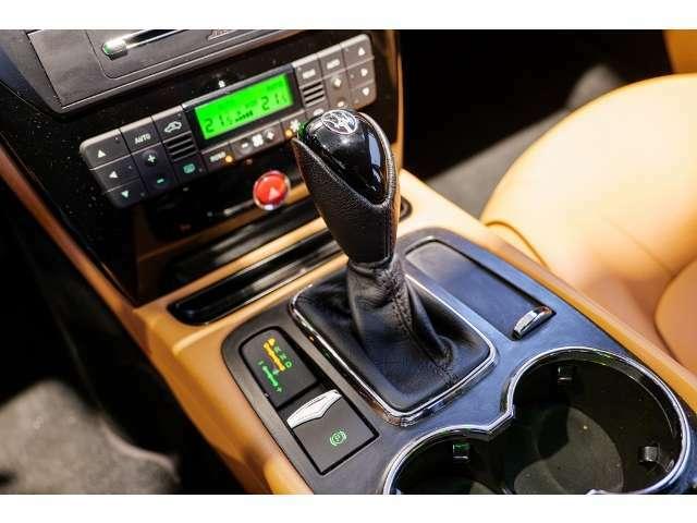 ドライビングの可能性を無限に広げるZF製6速オートマチック・トランスミッション。正確なシフトチェンジにより、パフォーマンスを最適化し、エンジンパワーを意のままにコントロールが可能です。