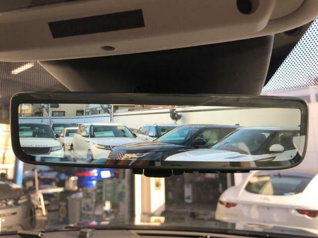 車体に装備したカメラによる後方映像が、ルームミラーに映し出されます。後席に人が座っていても、ラゲッジスペースに荷物を満載していても、車両後方の様子をはっきりと確認できます。
