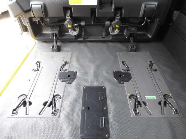 様々なタイプの福祉車両を展示しています リフタータイプ サイドリフトアップシート スロープタイプ スローパータイプ リアリフトタイプ 等