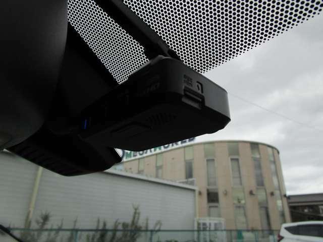 純正ドライブレコーダー。メモリーナビと連動して、モニターで映像を確認することができます。