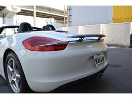 ☆電動格納可能なリアスポイラーは、超高速走行時にダウンフォースを発生し、リアタイヤをしっかりとグリップさせます。