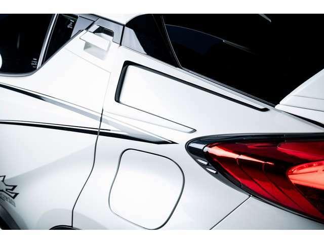 レクサスLC500用ボディキットでも好評を得たリアクォーターエクステンションも新たにラインナップ。C-HRの新たなパーツとして誕生しました!造形がプラスされる事で全体のバランスが整ってきます。