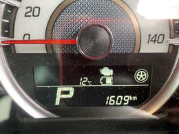 走行は1,609km。メーター内のインフォメーションディスプレーは燃費計やシフト位置などなど、色んな情報を提供致します。