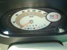 見やすいメーターパネル。オドメーターは約22000キロと走行距離も少なめです。
