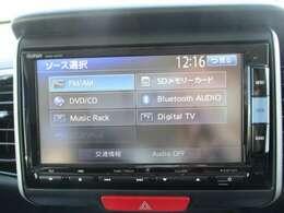 純正メモリーナビ(VXM-152VFi)です。DVD/CD再生のほかにもフルセグTV、ミュージックサーバー、Bluetooth連携機能も装備されとっても便利です!