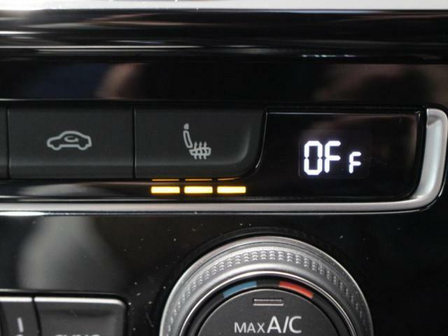 運転席、助手席には3段階調整のシートヒーター装備しています!