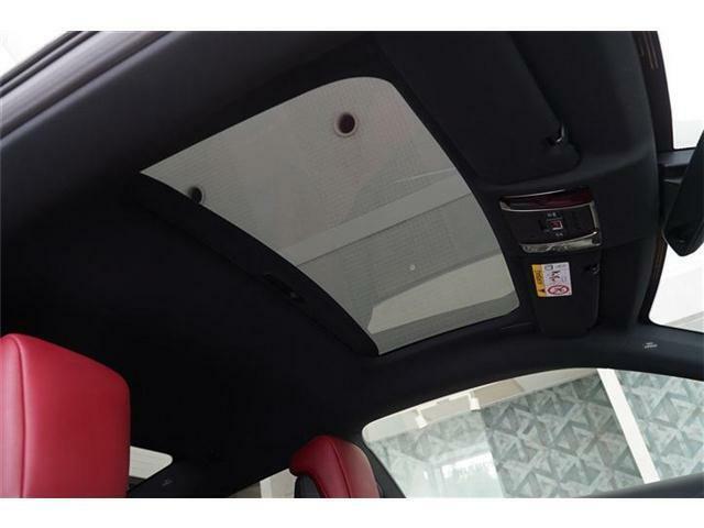 ◆Lパッケージ専用装備:ガラスパノラマルーフ