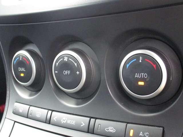 ■デュアルオートエアコン■左右独立型で、設定温度に自動で調整してくれます♪面倒な操作がいらないので、便利ですよ!