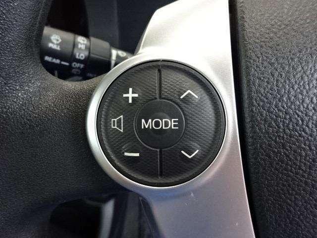 ステアリングスイッチ装備!ハンドルを握ったままでオーディオ操作が可能です!