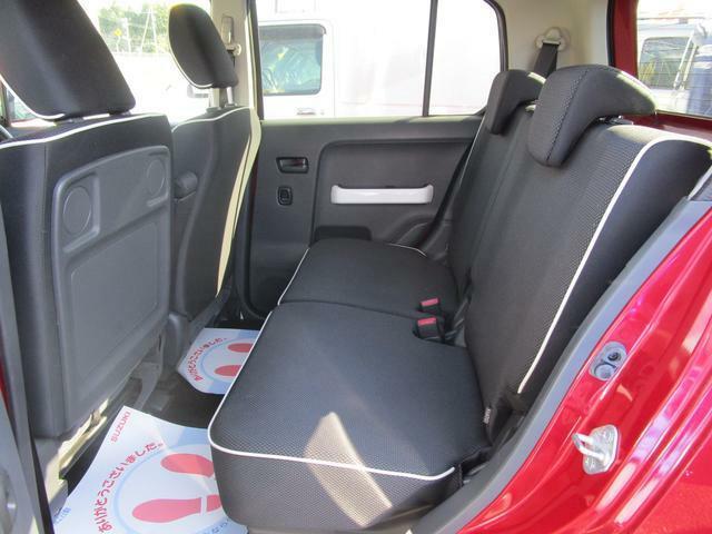 室内はしっかりとゆとりもあり、小回りも利く使い勝手の良い車です。