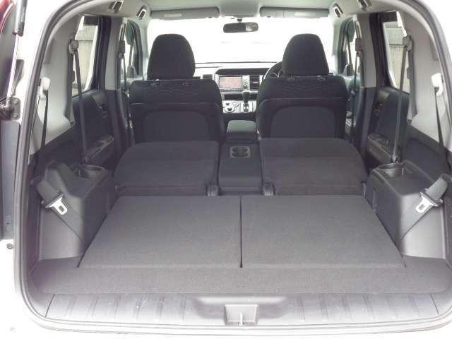 サードシートを収納すると非常に広いラゲッジスペースとなります