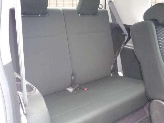 収納式サードシートです