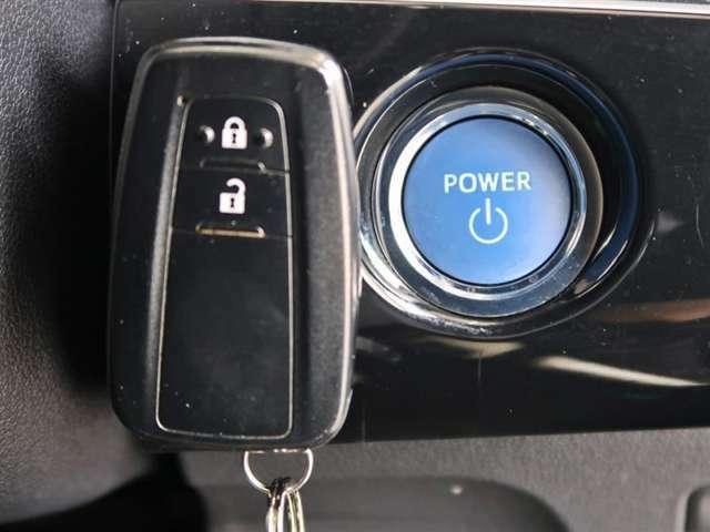 スマートエントリー&プッシュスタートシステム、キーをバッグやポケットに入れたままドアのロック・アンロック、エンジンの始動が出来ます、一度使うと手放せませんね!!