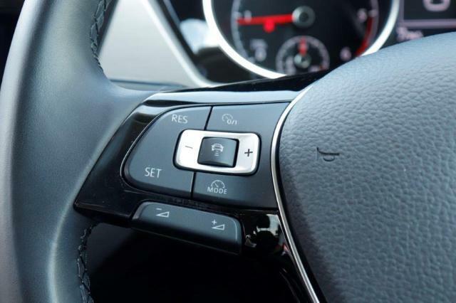 アダプティブクルーズコントロールの操作ボタンになります。