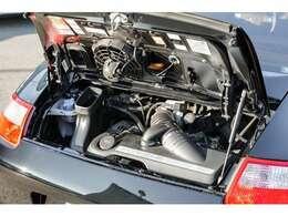 伝統の水平対向NA6気筒3,600ccのエンジンはカタログ値で325馬力を発揮致します!!